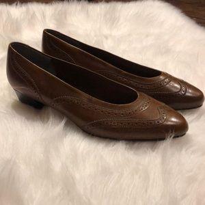 Hush Puppies Wingtip Heels | Size 9